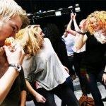 Ce fac suedezii in pauza de pranz? Danseaza!