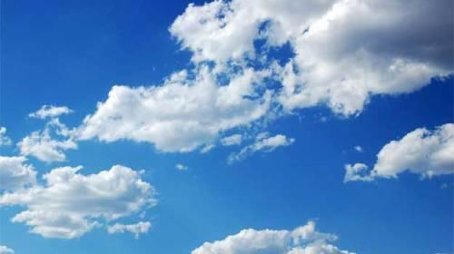 Mirări stau să mângâie cerul
