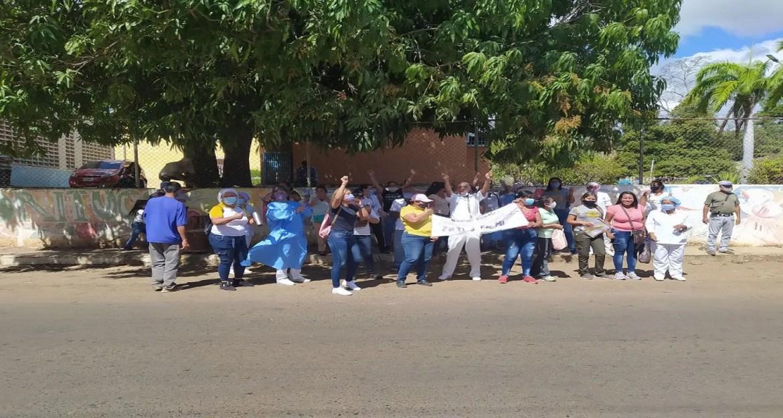 En la calle protestan profesionales de enfermería