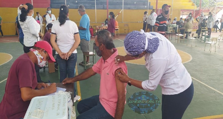 Aplican la vacuna Sinopharm contra el covid-19 en Altagracia