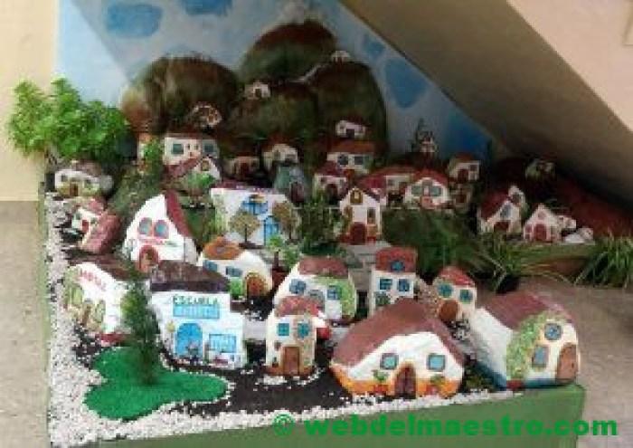Casas pintadas sobre piedra