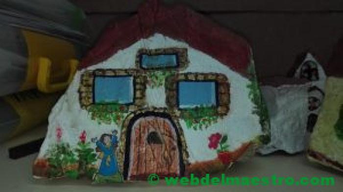 Imágen de casa- piedra pintada