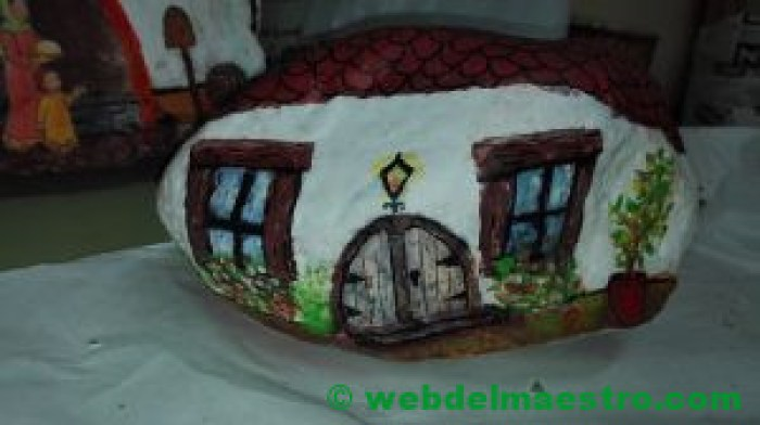 Imágen de casa- piedra pintada a mano