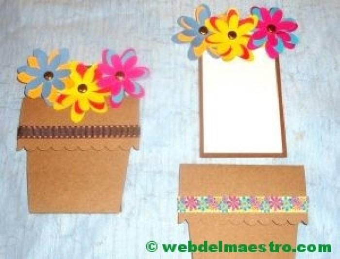Maceta de flores de cartulina