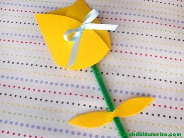 Tulipán de cartulina