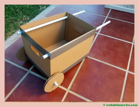 carretilla de cartón