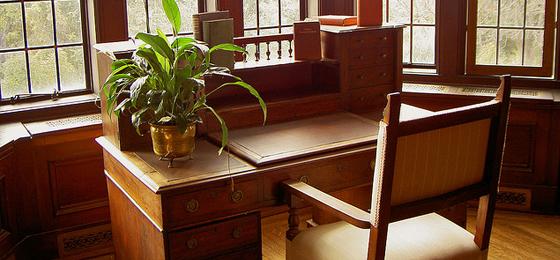 The lone writer desk