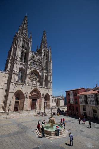 You can check out beautiful sights like the Burgos Cathedral on rest days.