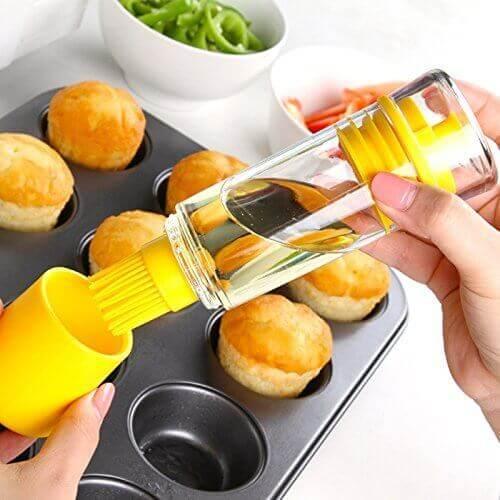 TOPCHANCES Indoor &Outdoor Home Kitchen BBQ Cooking Silicone Honey Oil Bottle Vinegar Pump Spray Dispenser with Brush (Brush)