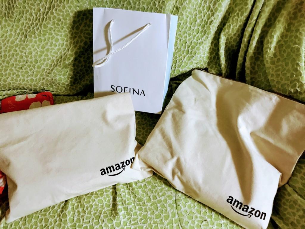 Amazonオリジナルクラッチバッグと化粧品(SOFINA)