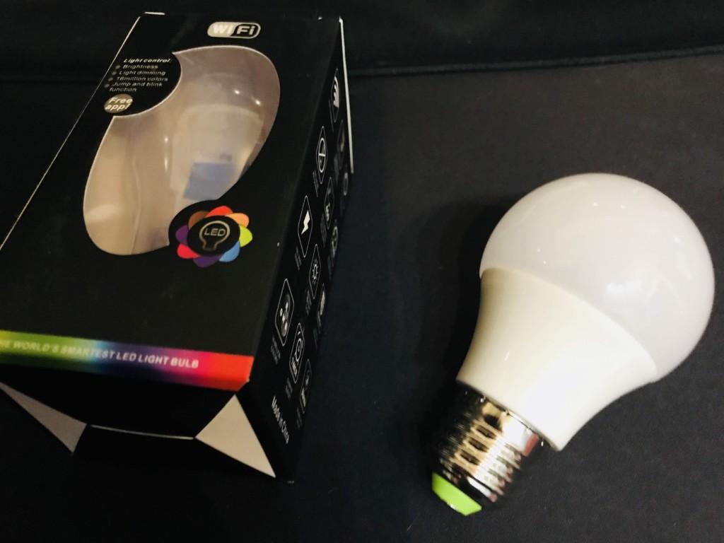 MagicHomeで使うスマートLED電球。WiFi制御で照明をスマホで操作