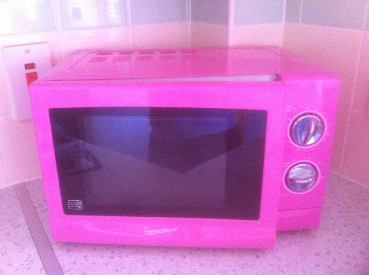 https www shpock com de de i v8a9e1igy4iai0wy hot pink microwave oven