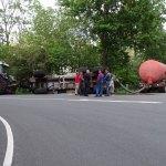 Giertankwagen kantelt op Gorterlaan