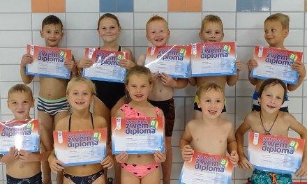 Diploma B kandidaten laten 'super netjes' zwemmen zien
