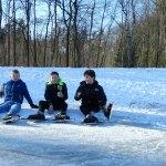Lekker schaatsen op de bosvijver