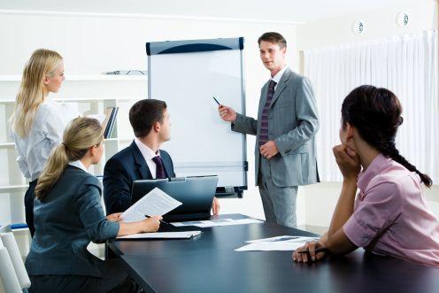 https://i2.wp.com/weblog.infopraca.pl/wp-content/uploads/biuro-szkolenie.jpg
