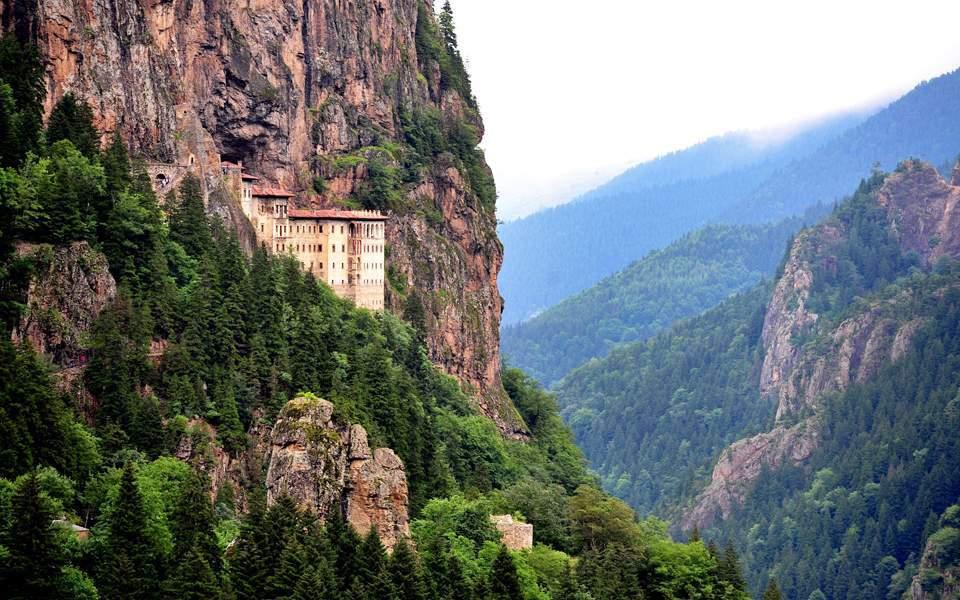 Λειτουργία στην Παναγία Σουμελά: Το Οικουμενικό Πατριαρχείο διαψεύδει τον Ερντογάν | Κόσμος