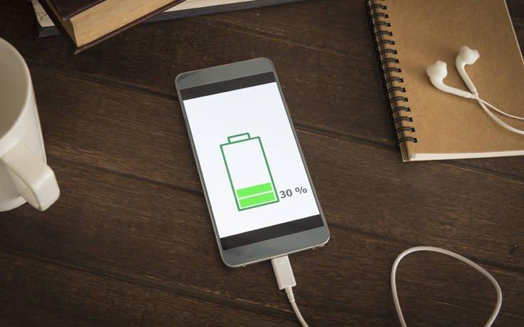 Ο πραγματικά παράξενος λόγος που τα κινητά έχουν φορτιστή με κοντό καλώδιο – News.gr