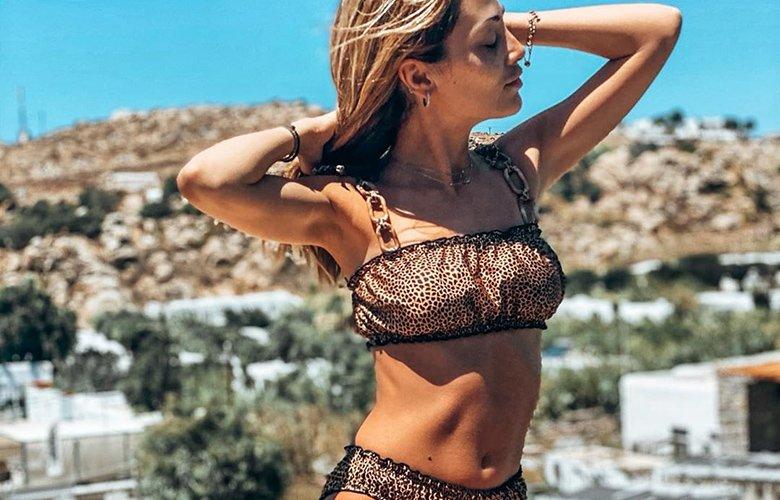 Η σέξι παρουσιάστρια μας «αποκαλύπτει» το καλλίγραμμο κορμί της – News.gr