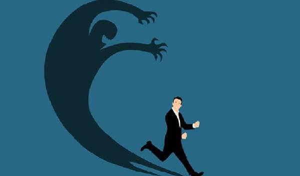 Panik Atak ve Panik Bozukluğu Nedir, Belirtiler, Nedenler ve Dahası