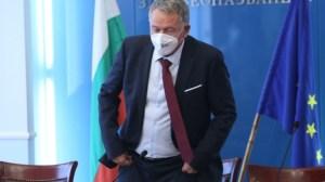 Кацаров заплашва да не повтаря грешките на Борисов, като закрива и открива бизнес