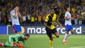 Йънг Бойс победи Манчестър Юнайтед с 2: 1 в Шампионската лига