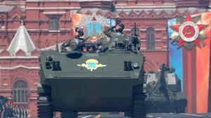 Русия изпрати бронирани машини и военна техника в Таджикистан