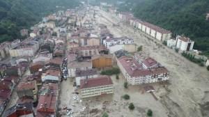 38 души загинаха при наводнения в Турция
