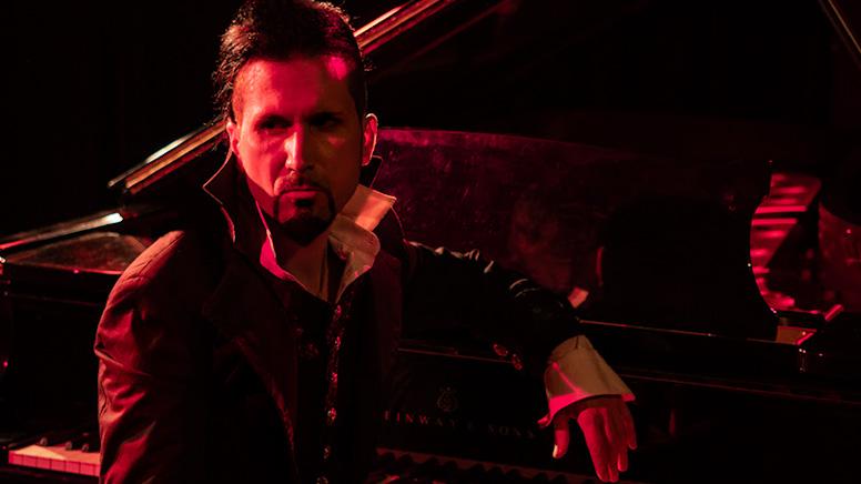 Cantante de Láudano y su piano