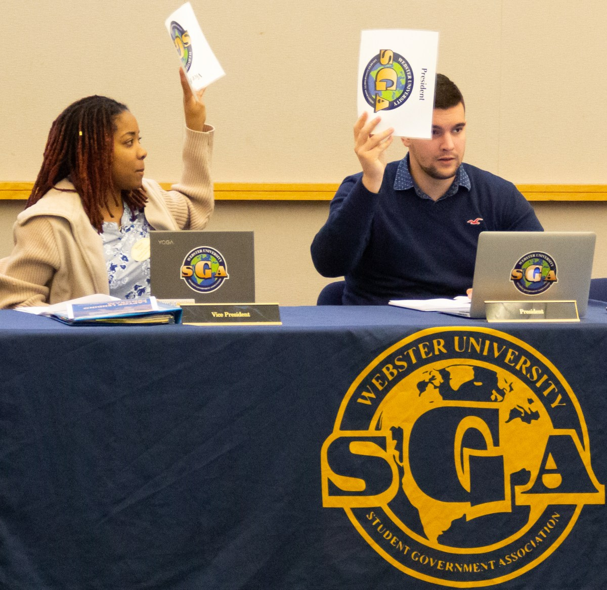 Student pulls fake gun and knife out at SGA meeting