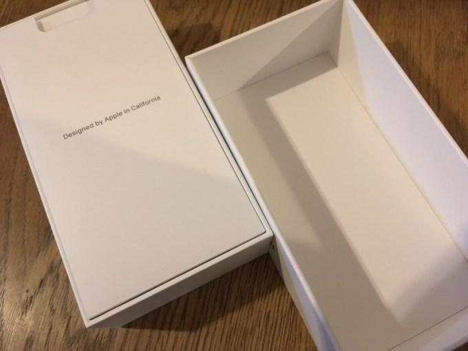 iPhone SE(第2世代)の外箱開封