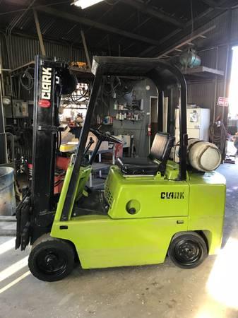 Clark forklift 5000lb cap Lpg automatic (Buena Park) $4300