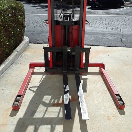 Telescopic semi elect. Stacker (Camarillo) $500