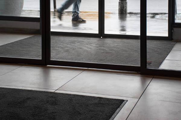 tapis de proprete aux normes pmr