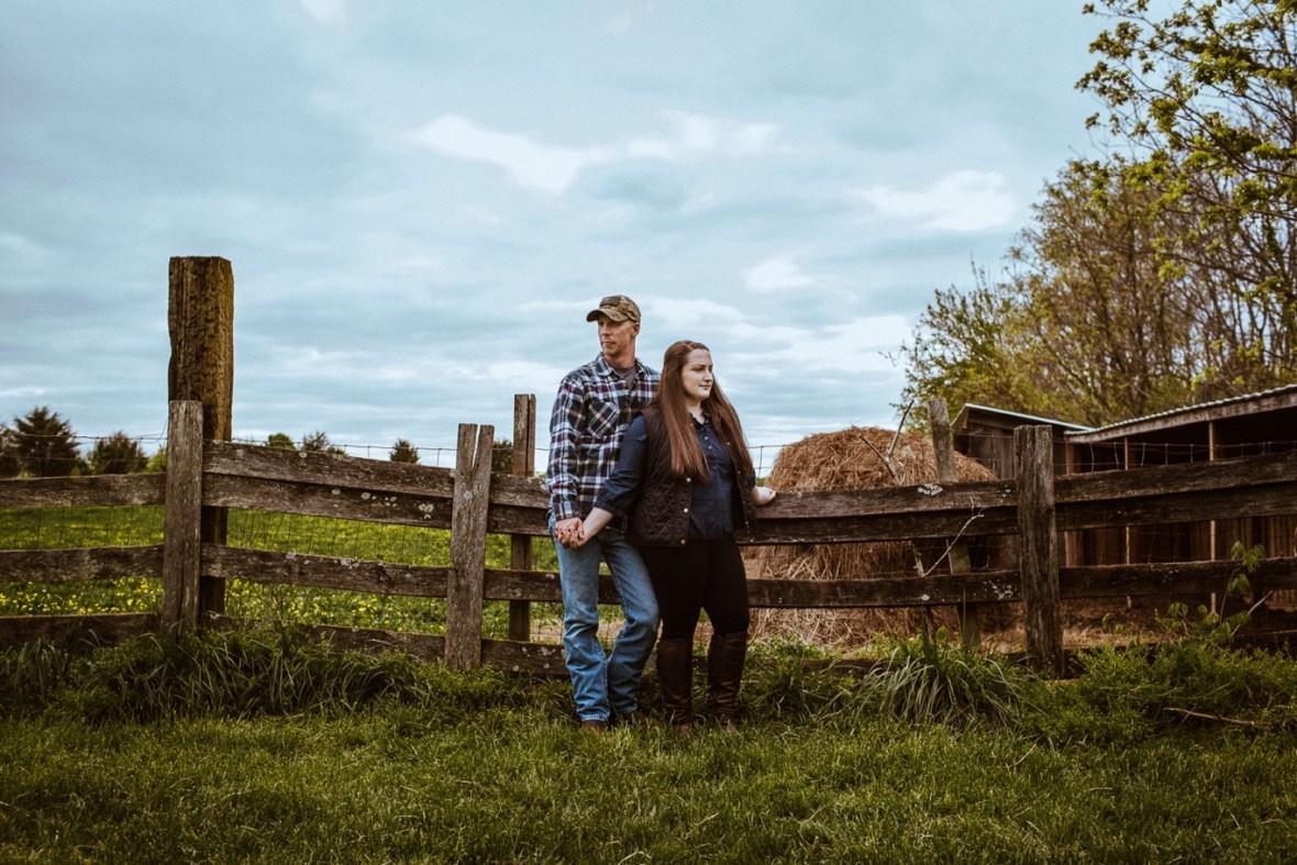 08_WCTM8547ab_Kentucky_Engagement_Blackacre_Louisville_Photos_Farm