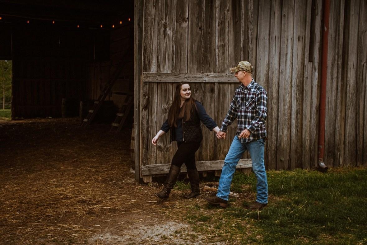 19_WCTM8654ab_Kentucky_Engagement_Blackacre_Louisville_Photos_Farm
