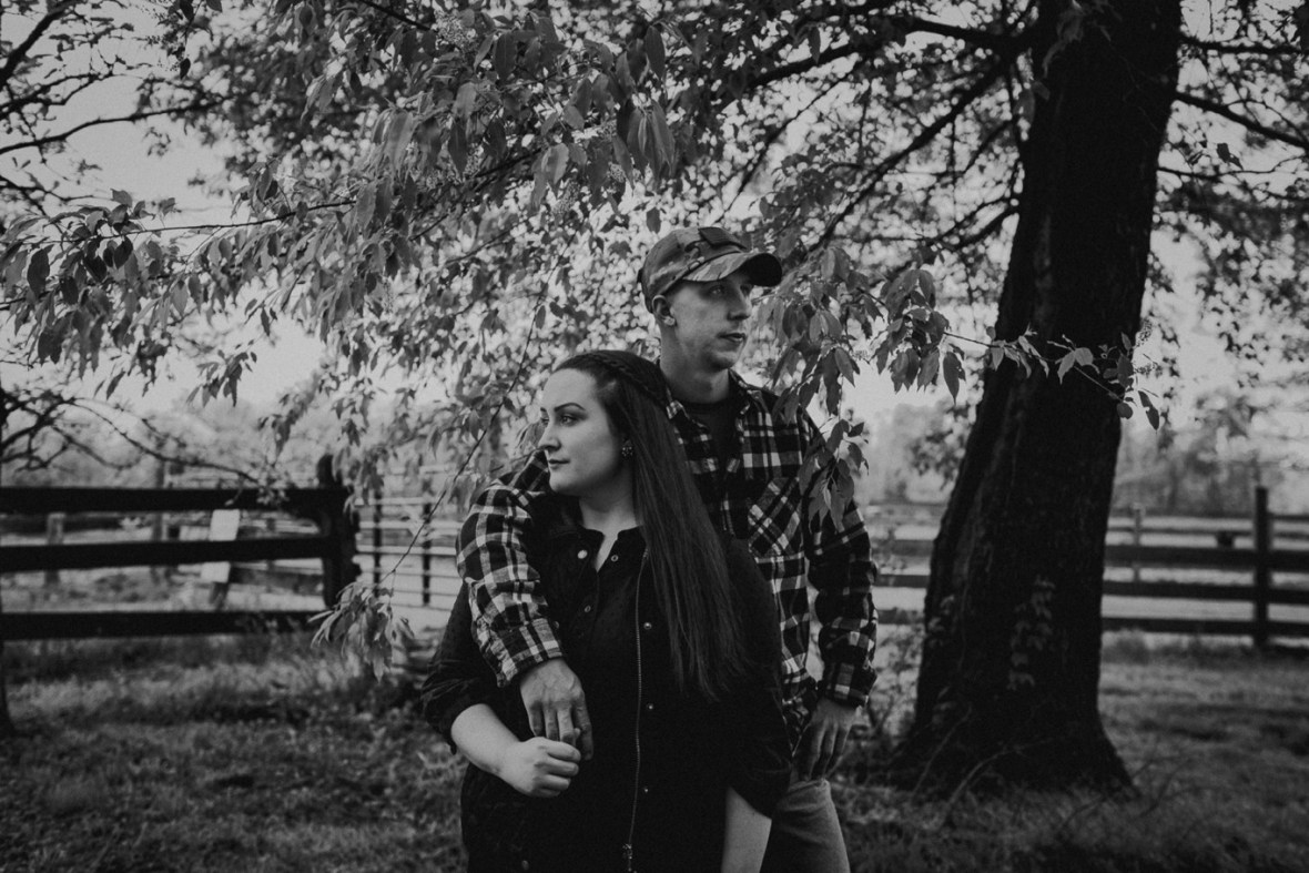 21_WCTM8721abwb_Kentucky_Engagement_Blackacre_Louisville_Photos_Farm