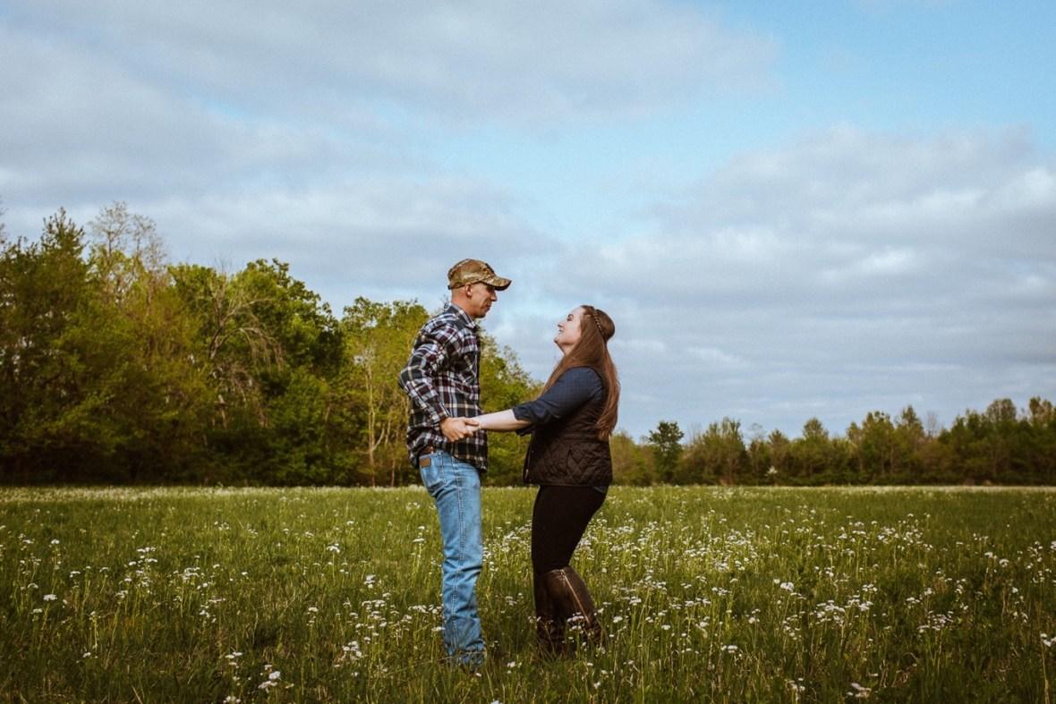 33_WCTM8794ab_Kentucky_Engagement_Blackacre_Louisville_Photos_Farm