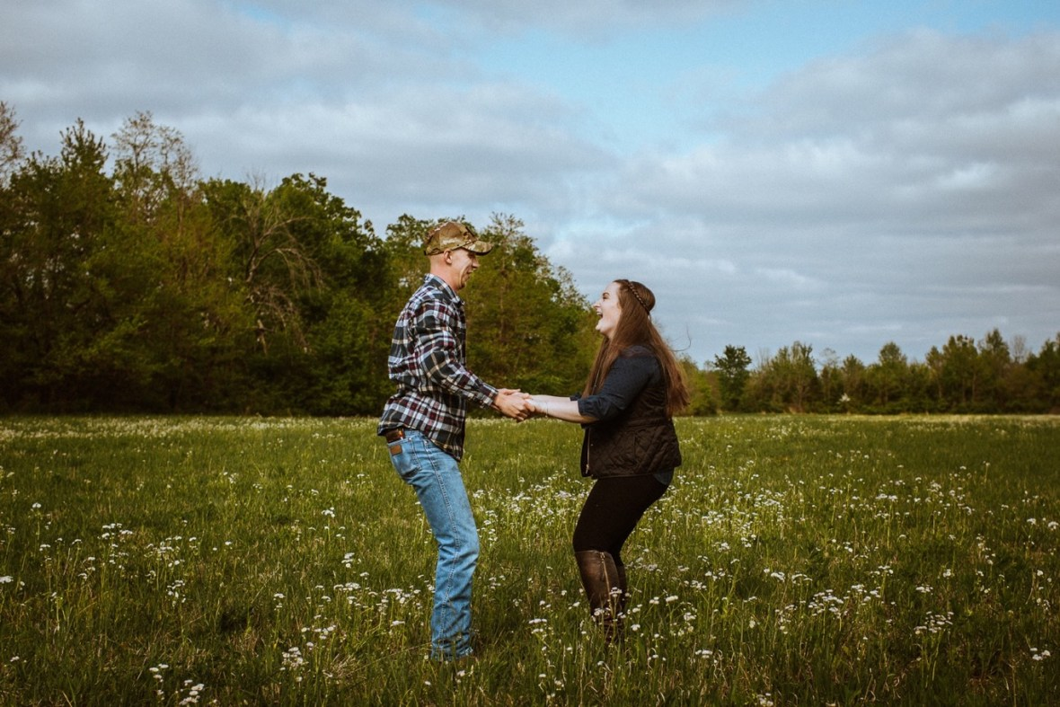 35_WCTM8777ab_Kentucky_Engagement_Blackacre_Louisville_Photos_Farm
