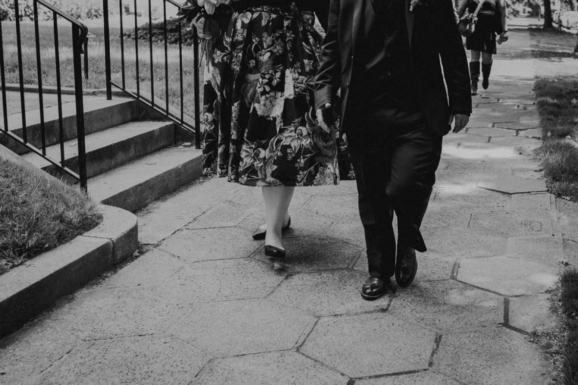 12_WeddingPartyPhotos055bwb_Wedding_Louisville_Spring_Black_Dress_old