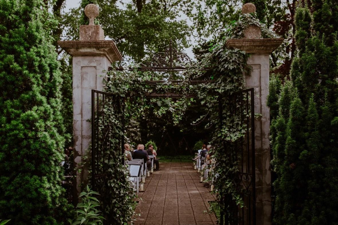 26_WCTM2090ab_Louisville_Summer_Kentucky_Wedding_Gardens_And_Whitehall_Mansion
