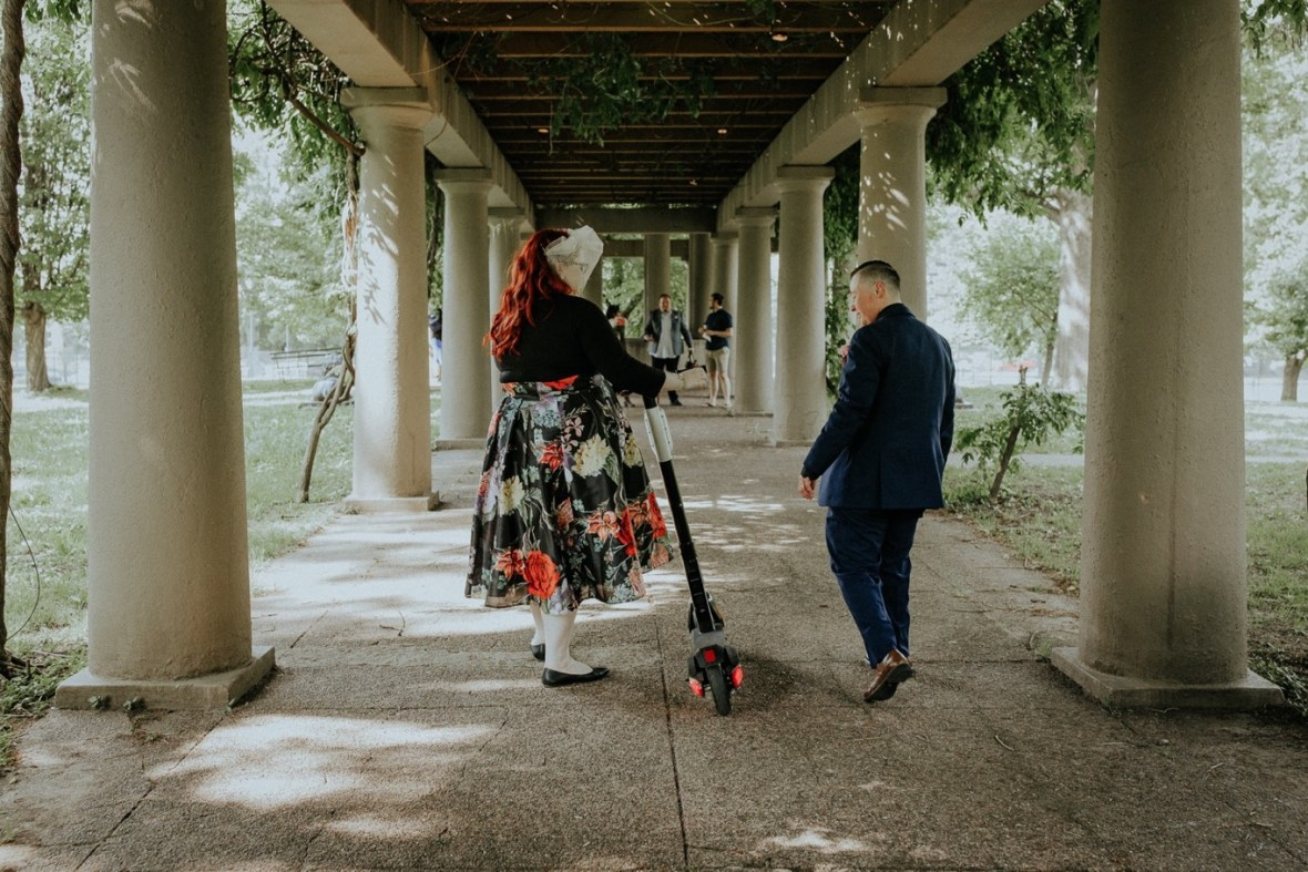 33_WeddingPartyPhotos086b_Wedding_Louisville_Spring_Black_Dress_old