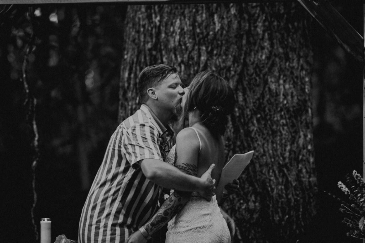 36_WTCM5227abwb_County_Summer_outdoor_Woodsy_Kentucky_July_Meade_Wedding