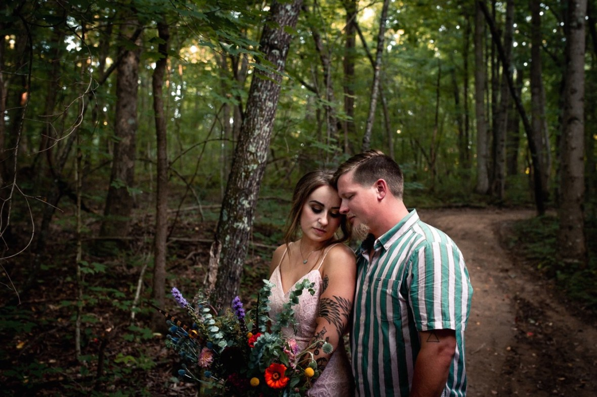 50_WCTM1175ab_County_Summer_outdoor_Woodsy_Kentucky_July_Meade_Wedding