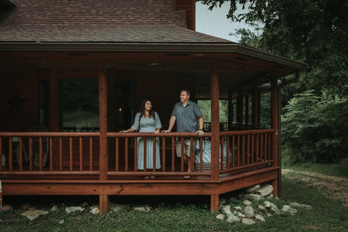03_WCTM7954ab_In_Session_Cabin_Log_Home_Louisville_Kentucky_Couples_Kayaking