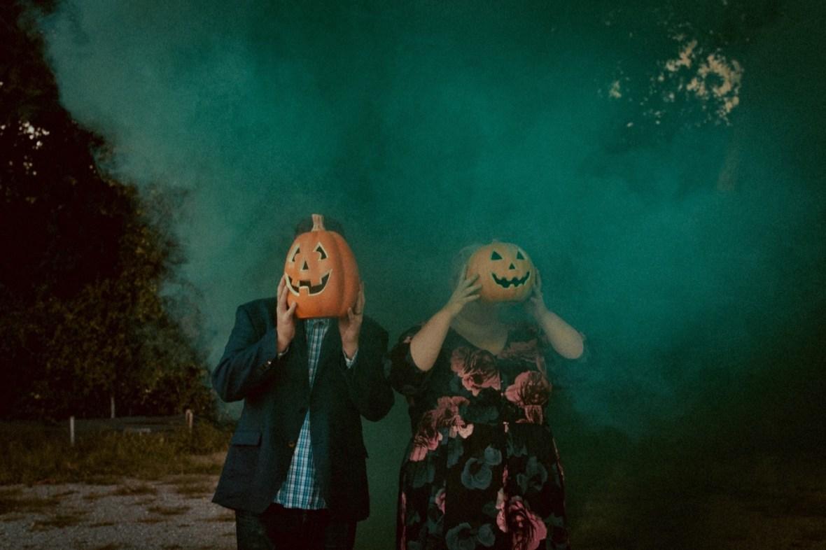 08_WCTM9900ab_Photos_Session_Pumpkins_Bombs_Smoke_Halloween_Mini_Louisville_Kentucky