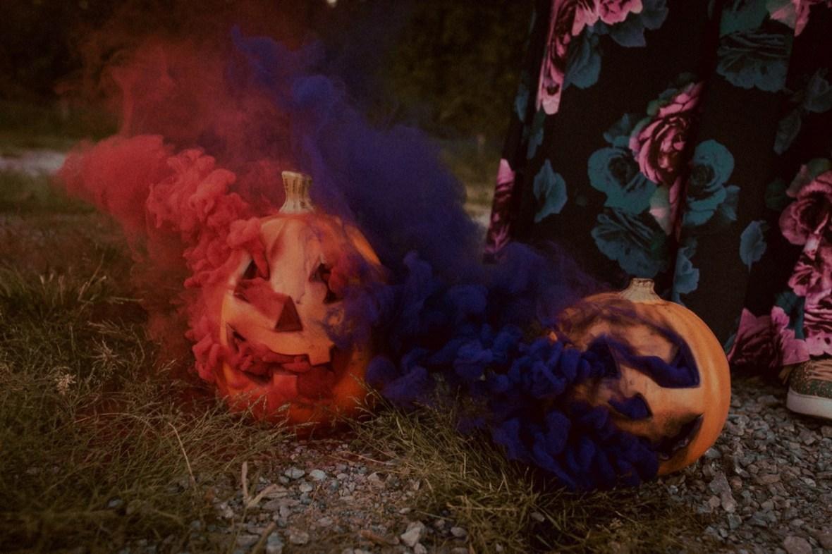 20_WCTM9921ab_Photos_Session_Pumpkins_Bombs_Smoke_Halloween_Mini_Louisville_Kentucky