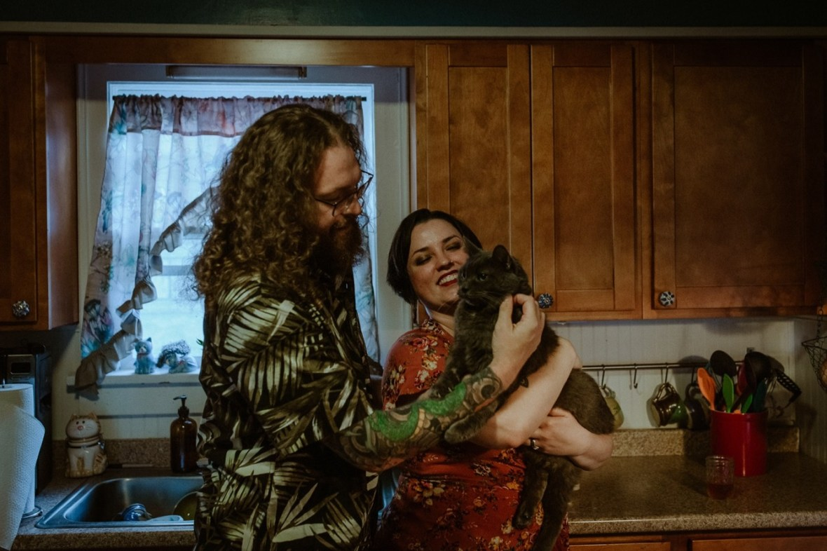 22_WCTM9186ab_In_Louisville_Session_Kentucky_Home_With_Couples_Cats