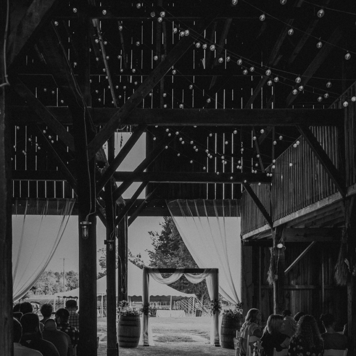 24_C014abwb_Barn_Indoor_Shelbyville_Kentucky_Summer_Wedding