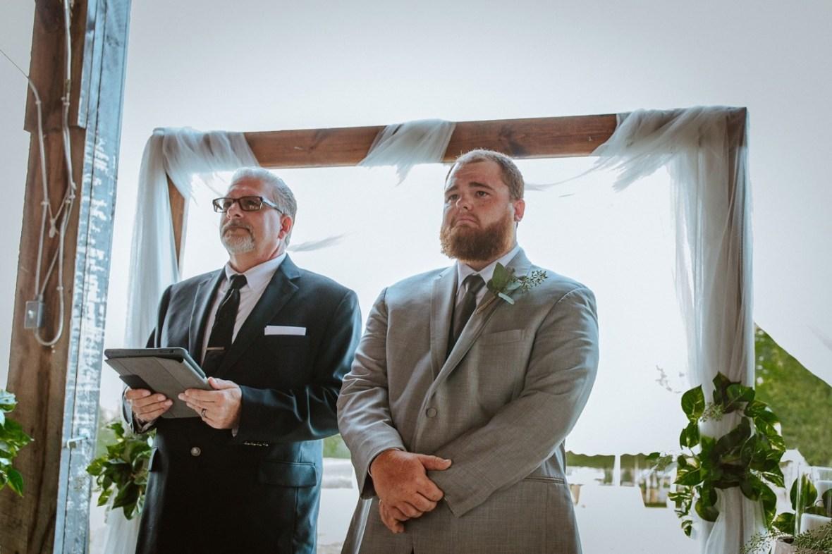 25_C048ab_Barn_Indoor_Shelbyville_Kentucky_Summer_Wedding